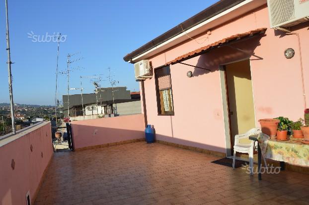 5285 circonvallazione attraente attico luminoso 3 vani - Agenzie immobiliari a catania ...