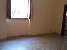 P.zza Santa Maria di Gesù, ufficio 2 vani poss. garage