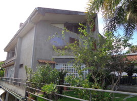 6025 - Interessante comoda villa divisibile con giardino