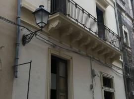 6404 - Zona Via Sangiuliano, intero palazzetto