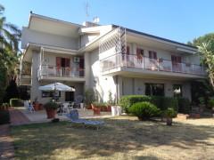 6567 - Prestigiosa, esclusiva villa singola, 5000 mq parco