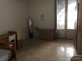 6713 - Via Vittorio Emanuele, in stabile d'epoca ampio 5 vani