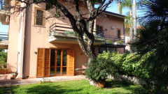 6821 - Battiati, luminosa panoramica villa 230 mq,giardino