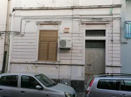 6918 - Abruzzi, casa indipendente 5 vani, terrazzo