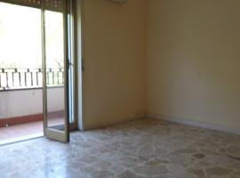 6978 - Viagrande, Villa Comunale, comodo 2 vani mezzo termoascensorato