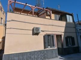 7228 - S.Sofia,indipendente ristrutturata 3 vani,terrazzo
