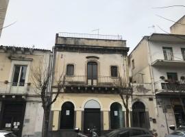 7340 - Via Plebiscito (Cappuccini), indipendente 6 vani, terrazzo